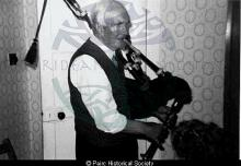 Playing the bagpipes in Marvig <a href='/image-details/87054'>(more info)</a>